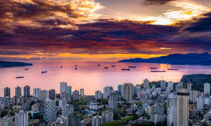 Pohled na hory při západu slunce